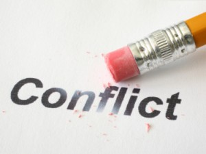 slika radirke, ki briše besedo 'conflict'.