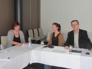 Živa Humer (Mirovni inštitut), Nina Roškar (Radio Marš) in Zoran Medved (RTVSLO)