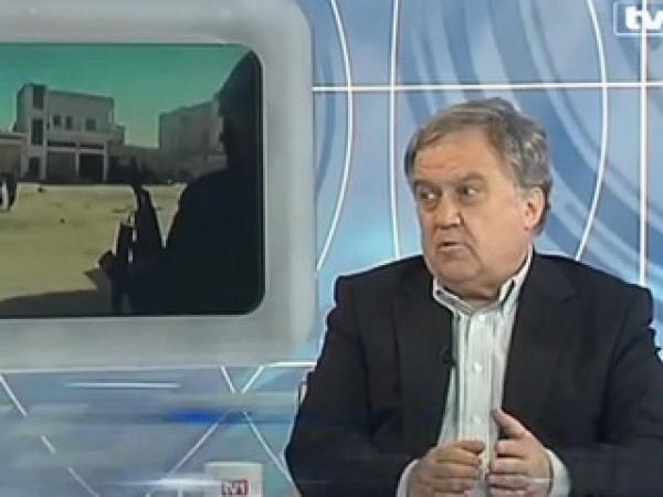 Zlatko DIzarević je dolgoletni dopisnik legendarnega časopisa Oslobođenje z Bližnjega vzhoda. Bil je veleposlanik BiH na Hrvaškem, v Jordaniji, Iraku, Siriji in Libanonu.