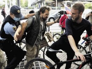 Policijska represija proti protestnicam in protestnikom je popolnoma nedopustna!