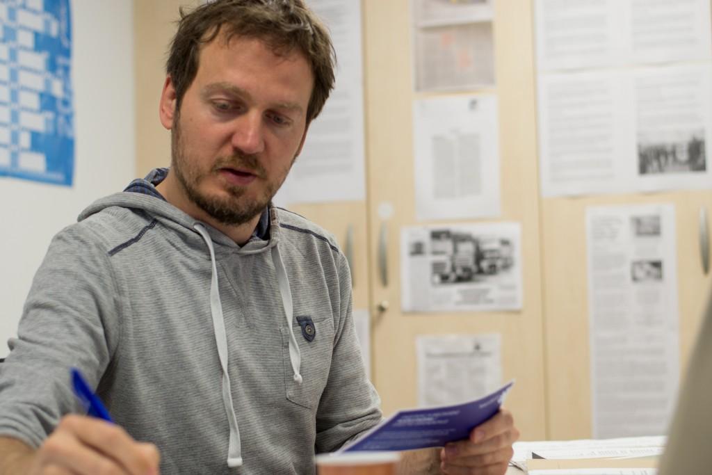 Goran Lukić iz Delavske svetovalnice opozarja, da se že več kot pet let v svetovalnici ukvarjajo s problemom odjavljanja delavcev iz sistema zavarovanj brez ustrezne pravne podlage, čeprav bi bil po njegovem vir te težave rešljiv zelo hitro.