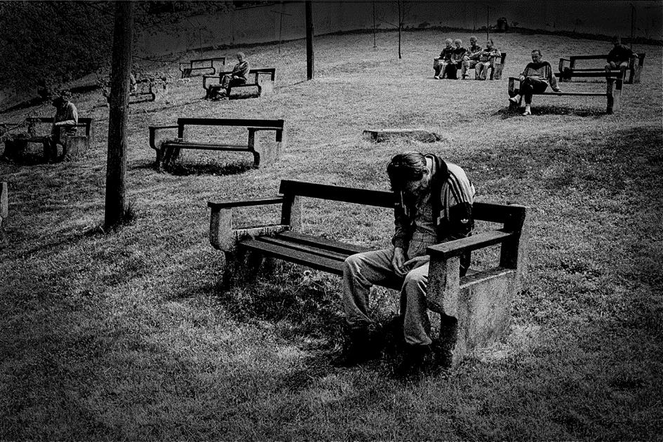 Vrt gradu Cmurek iz časa, ko je v njem še deloval Zavod za duševno in živčno bolne. Vir: FB Muzej norosti Trate.